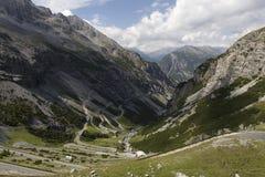 Camino para arriba de Bormio a Passo Stelvio Imagen de archivo libre de regalías