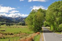 Camino a partir de las primaveras de Hanmer a Kaikoura Imagen de archivo