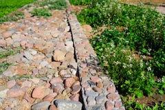 Camino pavimentado con la piedra, los caminos fondo y el extracto Fotografía de archivo