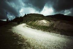Camino peligroso sobre las colinas Imagen de archivo libre de regalías