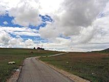 Camino pobre en la montaña Foto de archivo