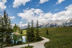 Camino por el lago Imagenes de archivo