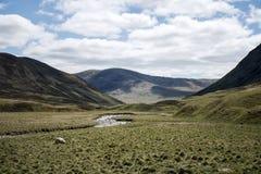 Camino que conduce la montaña Escocia Reino Unido de las montañas Imagen de archivo