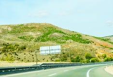 Camino rápido en las montañas en España, paisaje hermoso del moun Fotos de archivo