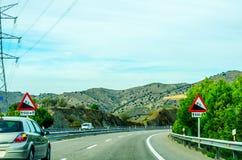 Camino rápido en las montañas en España, paisaje hermoso del moun Imágenes de archivo libres de regalías
