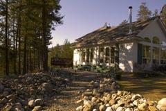 Camino rocoso a la cabaña Foto de archivo