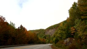 Camino rural cerca de Camden Maine almacen de metraje de vídeo