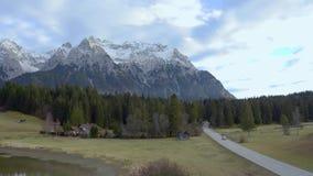 Camino rural de la montaña almacen de metraje de vídeo