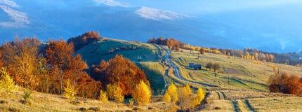 Camino rural en cuesta de montaña del otoño Imagen de archivo libre de regalías