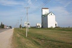 Camino rural en Manitoba, Canadá Fotografía de archivo libre de regalías