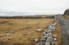 Camino secundario, Co. Clare - Irlanda Imagen de archivo