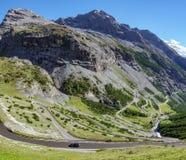 Camino serpentino en Stelvio Pass de Bormio Fotografía de archivo libre de regalías