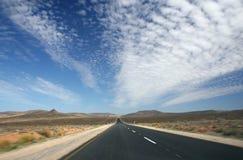 Camino sin fin del desierto Foto de archivo libre de regalías