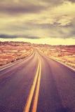 Camino sin fin entonado color del desierto antes de la tormenta foto de archivo