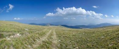 Camino sin fin - Voras Kaimaktsalan Ski Center, Edessa Grecia Foto de archivo
