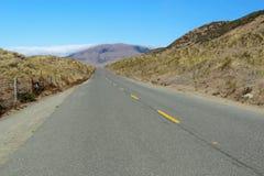 Camino solitario a lo largo de la costa perdida de California Foto de archivo libre de regalías