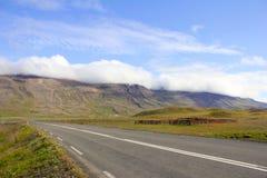 Camino solo de Islandia Imágenes de archivo libres de regalías