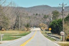 camino suburbano en las montañas del smokey imagenes de archivo