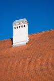 Camino sul tetto di mattonelle Immagine Stock