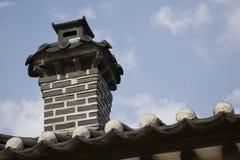 Camino sulla casa tradizionale coreana Immagine Stock Libera da Diritti