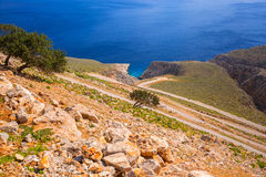 Camino torcido de la montaña a la playa del limania de Seitan en Creta Fotografía de archivo libre de regalías
