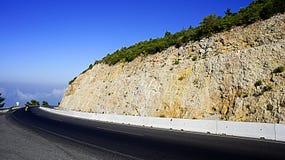 Camino a través de las montañas Foto de archivo