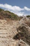 Camino a través de las montañas, cierre de piedra del paso de progresión para arriba Fotografía de archivo