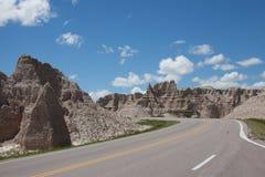 Camino a través de los Badlands Imágenes de archivo libres de regalías