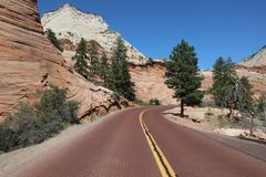 Camino a través del barranco rojo en Dixie National Forest Utah fotos de archivo