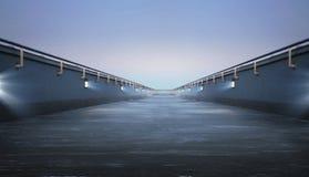 Camino a través del puente Imagenes de archivo