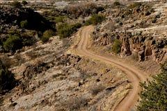 Camino a través del terreno rugoso Imagen de archivo