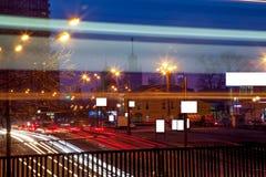 Camino urbano de la noche de la ciudad Fotos de archivo libres de regalías