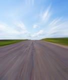 Camino vacío con el cielo azul Imagen de archivo
