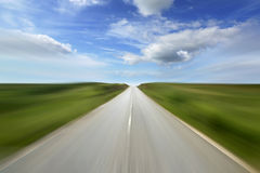 Camino vacío con la falta de definición de movimiento Foto de archivo libre de regalías