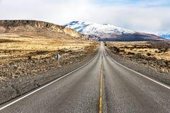 Camino vacío en la manera a Perito Moreno National Park Imagen de archivo libre de regalías