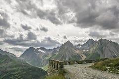 Camino viejo de la montaña en el valle de Formazza Fotos de archivo