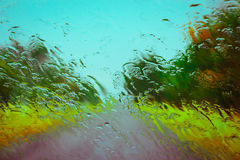 Camino visto con descensos del agua foto de archivo libre de regalías
