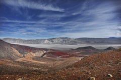 Camino y cielo magníficos de Death Valley foto de archivo