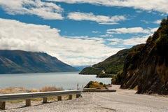 Camino y lago Wakatipu de Kingston imagen de archivo libre de regalías