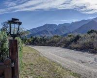 Camino y montañas Fotos de archivo libres de regalías