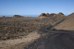 Camino y volcanes Fotos de archivo libres de regalías