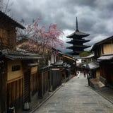 Caminos abandonados a través de Kyoto Imagen de archivo libre de regalías