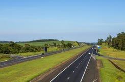 Caminos autos derecho fotografía de archivo