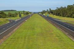 Caminos autos derecho imagen de archivo libre de regalías