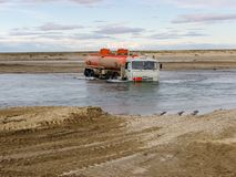 Caminos Chukotka, Rusia Caminos de tierra y transporte para las regiones septentrionales imagen de archivo