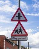 Caminos cruzados y advertencia del patio Imagen de archivo libre de regalías