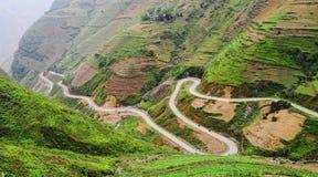 Caminos de la montaña en la montaña de Dong Van en Hagiang, Vietnam foto de archivo