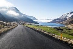 Caminos de la montaña de Islandia de Fotos de archivo