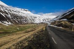 Caminos de la montaña de Islandia de Imagenes de archivo