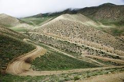 Caminos de serpenteo de la alta montaña en el mustango superior, Nepal Fotografía de archivo libre de regalías